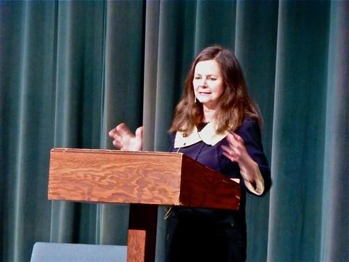 Geraldine_at_podium