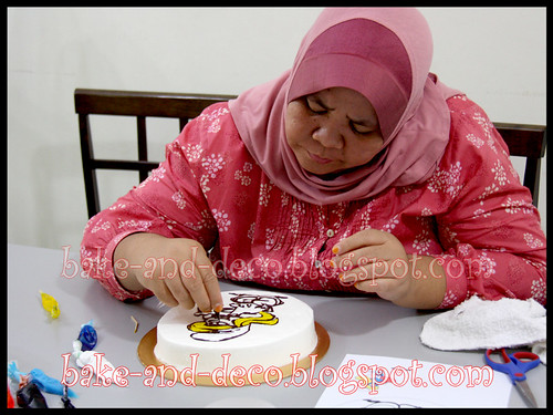 Drawing on Buttercream Cake ~ 1 April 2012
