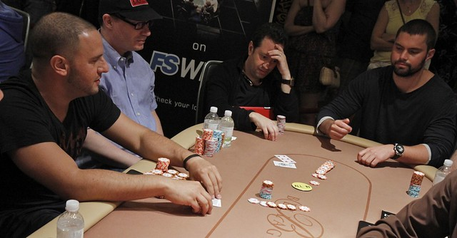 2440 David Sands Eliminated by Michael Mizrachi