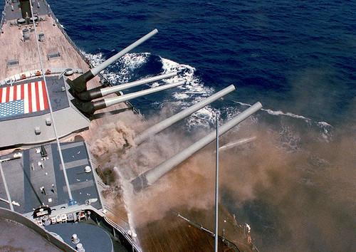 800px-USS_Iowa_BB61_Iowa_Explosion_1989