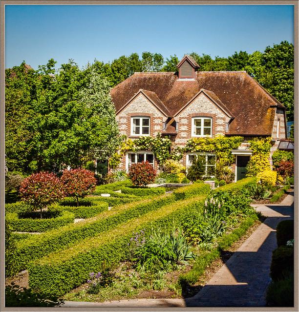 Retirement Homes: English Courtyard Retirement Homes