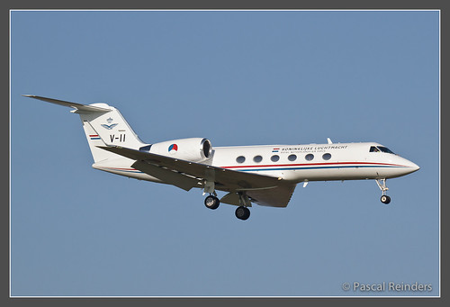 Gulfstream IV 'NAF61' on short final!