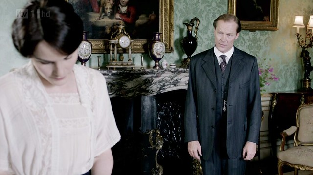 DowntonAbbeyS02E08_Carlyle_stripedsuit2