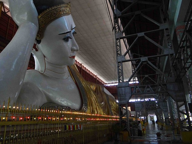 The Giant Reclining Buddha3