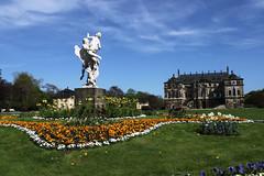 Statue und Palais