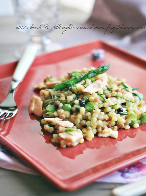 Fregula con agretti, asparagi e filetto di salmone