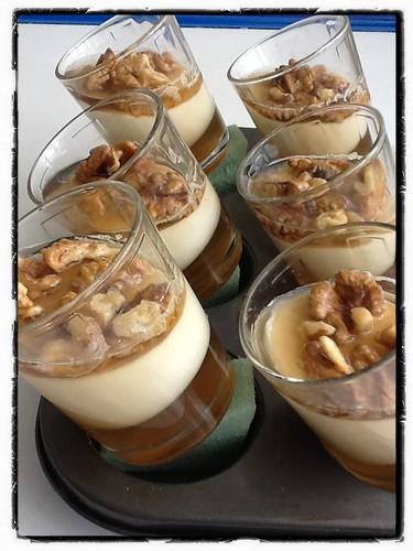 Cuajada con nueces y gelatina de miel