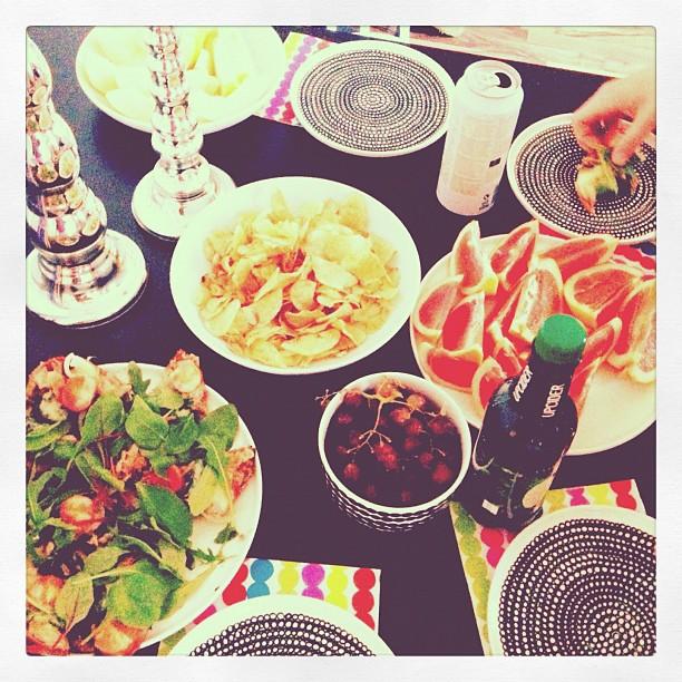 #girlsnight #snacks #wine #fruits #bestgirls #gossips #atmyplace