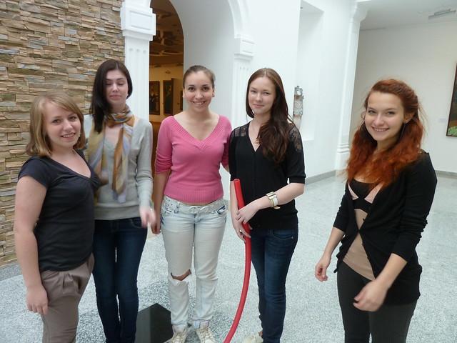 Мария Исаева и ее группа готовят пластический перформанс
