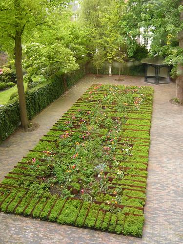 Grachtenhuis museum garden