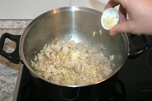 19 - Knoblauch hinzu geben / Add garlic