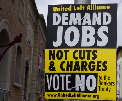 Irish electoral cartel against the ratification of the Fiscal Compact on the referendum of May 2012. Photo by William Murphy, flickr (CC BY-SA 2.0)