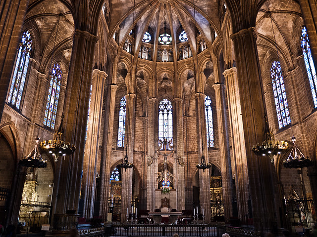 Interior catedral de barcelona taken with my little for Catedral de barcelona interior