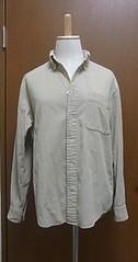 ベージュのコーデュロイシャツ