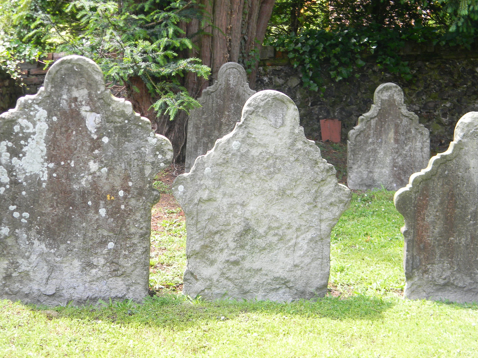 Graveyard 'spooks' Humanoid gravestones. Luddesdown. Cuxton to Sole Street