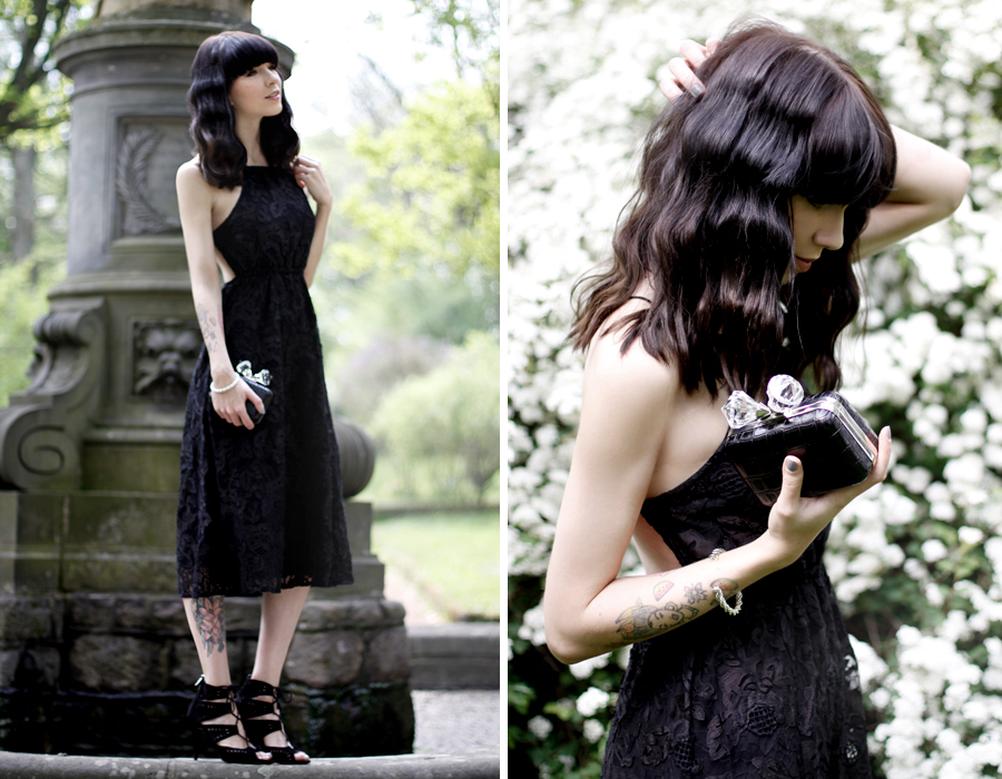 Black lace dress white flowers spring romantic shooting Zara clutch heels girl CATS & DOGS fashion blog berlin Ricarda Schernus 7