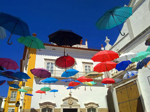 el vuelo de los paraguas - the flight of the umbrella - Évora (Portugal)