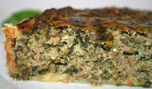 32 - Griechischer Hackfleisch-Spinatquiche / Ground meat spinach quiche - CloseUp
