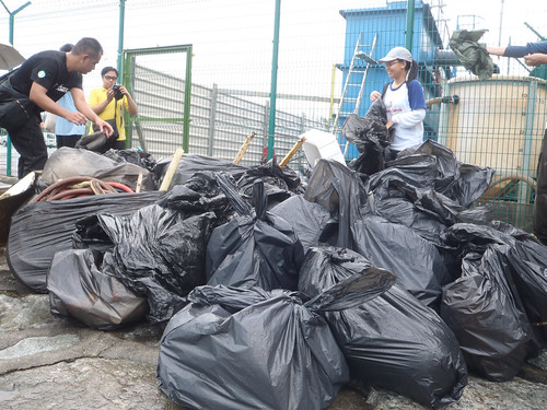 33earth-day-cleanup-tanah-merah-28apr2012[joceylne-sze]