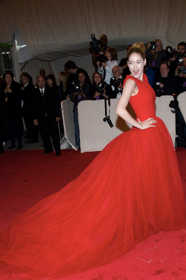 Deutzen-Kroes-wearing-Zac-Posen-at-2011-Met-Ball