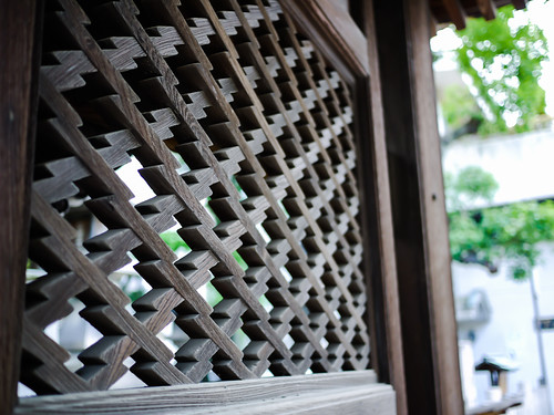 Lattice at Osaka Tenmangu Shrine by hyossie
