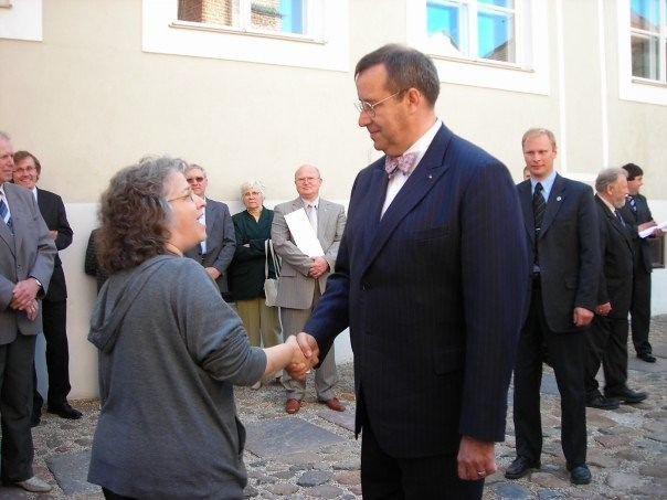Amherst College Choir Director Mallorie Chernin meets Estonian President Toomas Hendrik Ilves during the choir's tour of Iceland and Estonia
