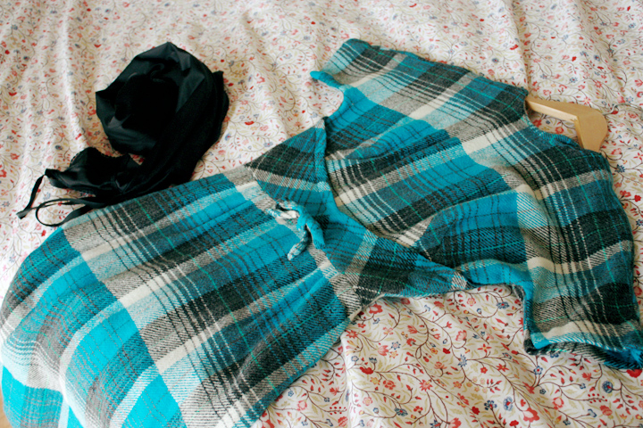 blue plaid cape r