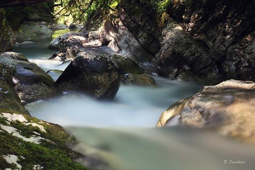 Pose longue Drevènne rivière eau
