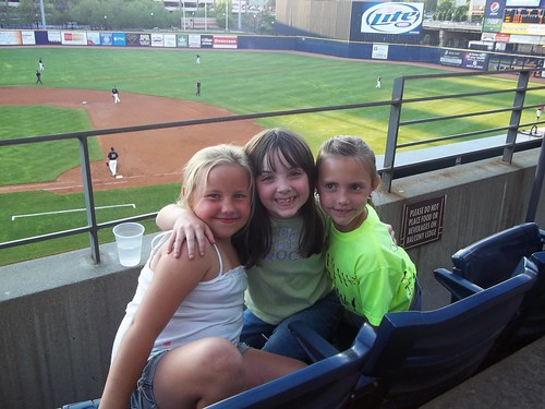 Julia and her friends at the Aeros game
