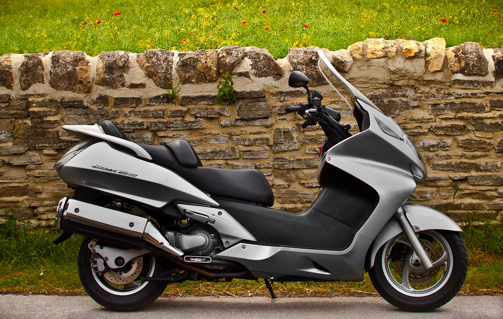 honda silver wing fjs 600 maxi scooter a photo on. Black Bedroom Furniture Sets. Home Design Ideas