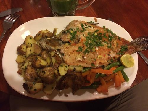Baños: truite, patates et petits légumes