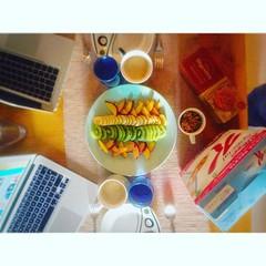 Comencem Holidays #simetrias #incostabrava #breakfasttime #sunsayfunday #igersgirona #igersemporda #hinl #emporda #breakfast @carlesdalmau vigila el swarm :grin: