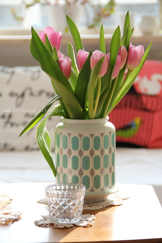 Thursday pics {vintage vase and tulips}