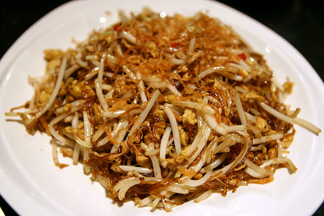 Wok-fried Bean Sprout with Vermicelli and Salted Fish