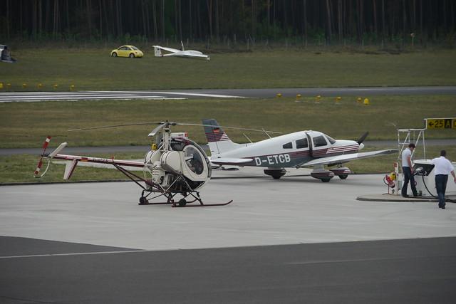 Hughes 269C und Piper PA-28-181 Archer II