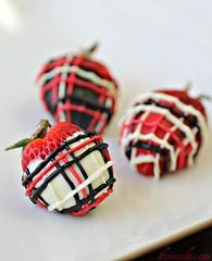 Cookies and Cream Stuffed Strawberries