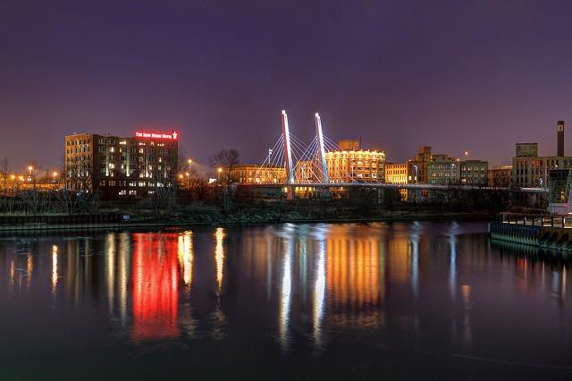 Night along the Menomonee / Sixth Street Viaduct