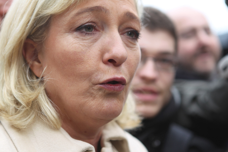 12a07 Le Pen y varios_0123 variante Uti