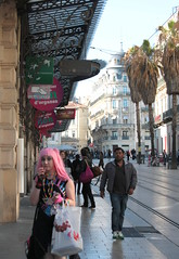 Montpellier, la fille aux cheveux roses.