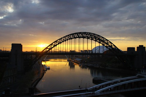 bridge sunrise newcastle tyne upon quayside