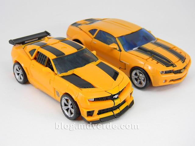 Transformers Bumblebee Deluxe - DotM - modo alterno vs Premium Bumblebee