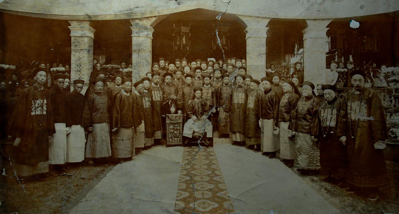 載灃,1901. 此照片是原版洗出的照片 推測是德國攝影師 在他德國之行前於上海拍的。是曾祖以南遺物。如何來的?一個謎