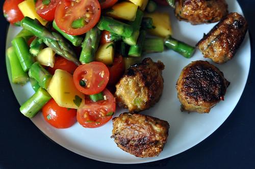 Kyllingefrikadeller med salat