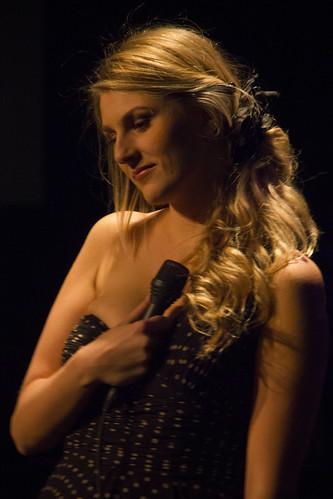 Daisy Correia brengt een debuut aan Fado