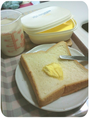 早餐 ::: 奶油厚片+無糖豆漿200cc by 南南風_e l a i n e