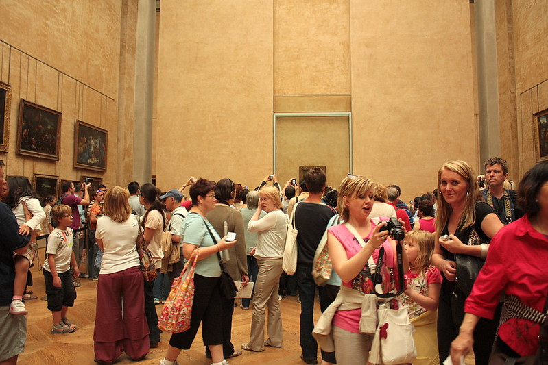 people photographing the Mona Lisa