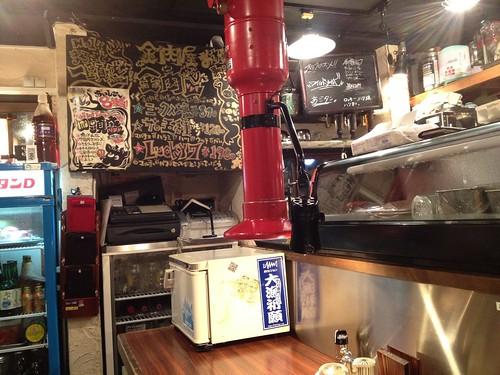 店内はかなり味があります。@三軒茶屋 ホルモンやく蔵 金肉屋