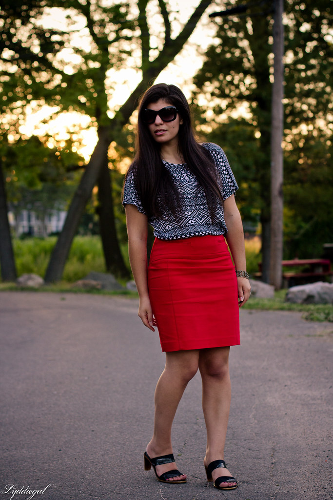 red pencil skirt to work-1.jpg