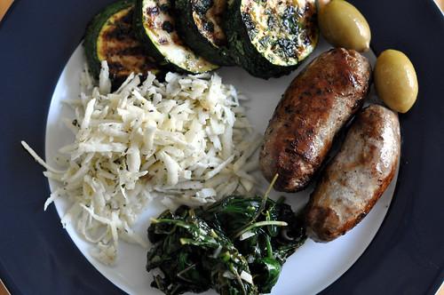 Selleri, squash, spinat, oliven og pølser