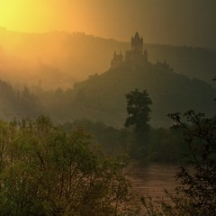 The 1000 AD Cochem castle overlook's the Mosel River